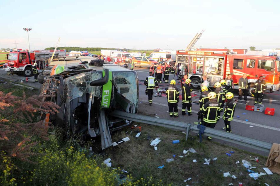 Sechs Wochen nach dem schweren Flixbus-Unfall auf der A9 ist der Fahrer noch immer nicht vernommen worden.