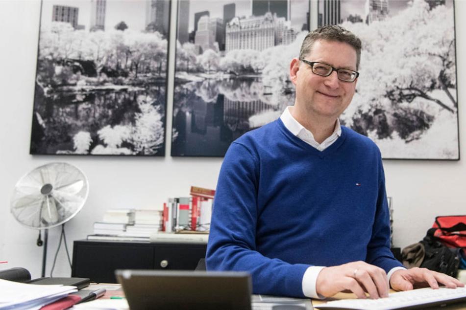 Der hessische SPD-Oppositionsführer Thorsten Schäfer-Gümbel, aufgenommen in seinem Büro.
