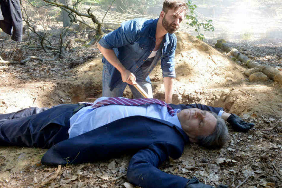 Keller schaufelt Gerner sein Grab.