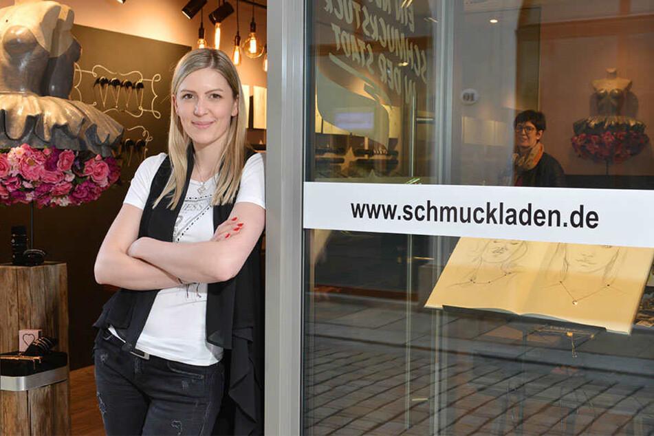 In der Sporergasse freut sich Julia Schulze (27) auf Kunden.