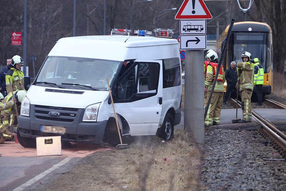 Der Fahrer des Transporters musste ins Krankenhaus.