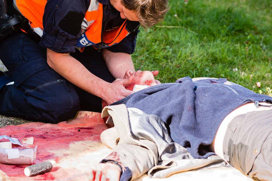 Nach notärztlicher Erstversorgung wurde der Schwerverletzte in eine Spezialklinik geflogen. (Symbolbild)