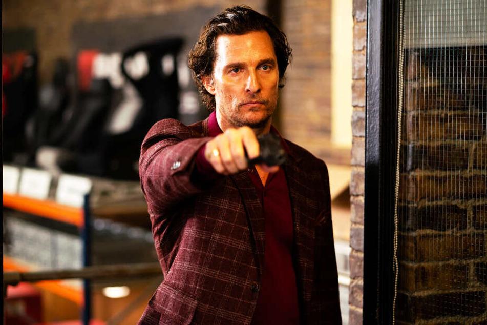 Mickey Pearson (Matthew McConaughey) ist der Drogenbaron der Stadt und geht notfalls auch über Leichen.