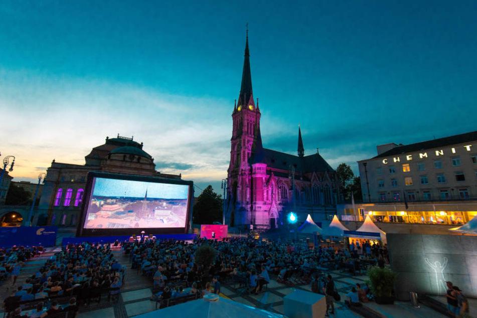 """Der Theaterplatz wurde extra aufbestuhlt, damit die über 900 Besucher Platz fanden. Damit wurde sogar die beliebte """"Dirty Dancing""""-Nacht getoppt."""