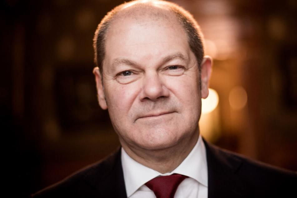 Finanzminister Olaf Scholz (65, SPD) schaut in die Kamera. (Archivbild)