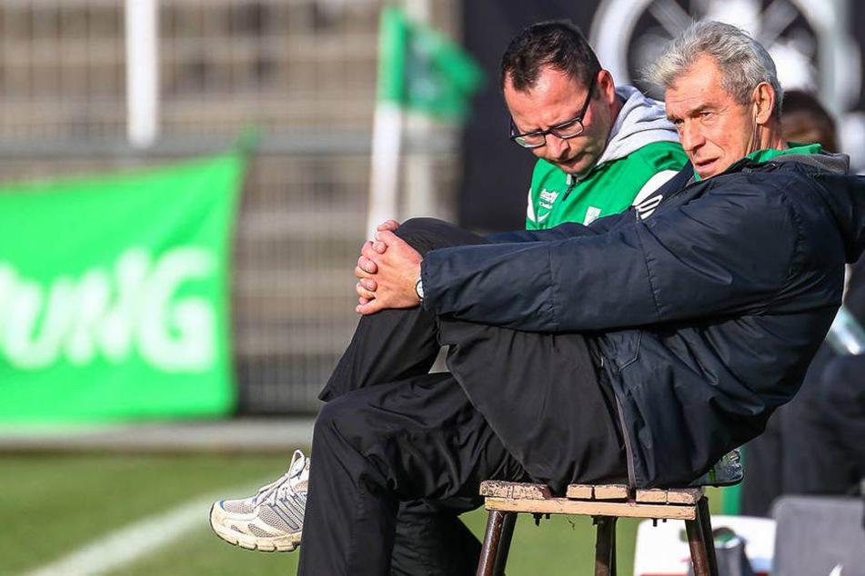 Trainer Dietmar Demuth (r.) zog durch ein 6:3 nach Verlängerung mit Sachsenpokal-Titelverteidiger Chemie Leipzig bei Fortuna Trebendorf ins Viertelfinale ein und trifft dort jetzt auf Rivale 1. FC Lok. (Archivbild)
