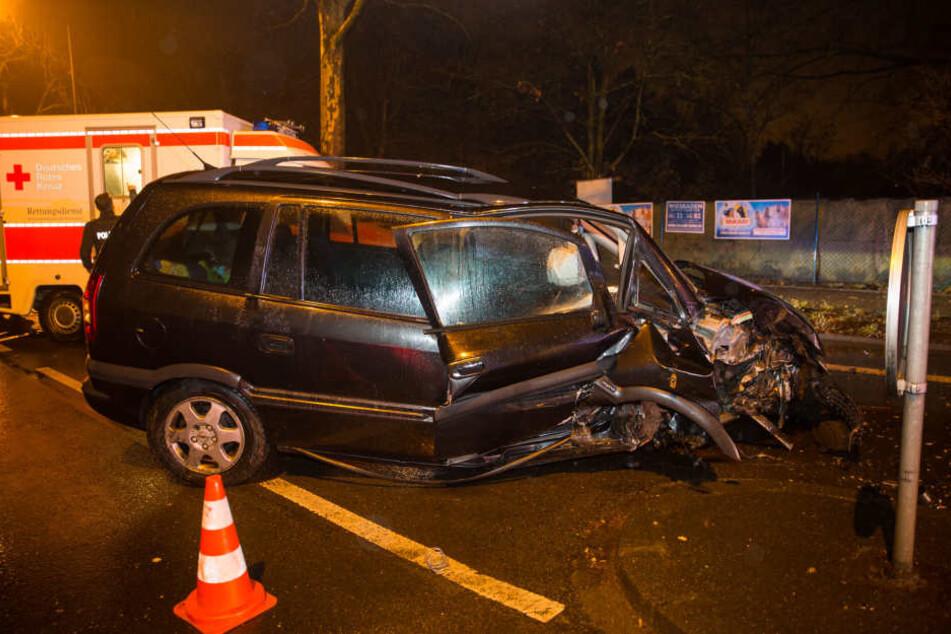 Der betrunkene Fahrer musste nach dem Alkoholtest direkt verletzt ins Krankenhaus.