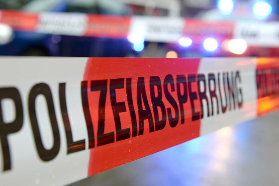 Ein Spezialeinsatzkommando (SEK) fand die Leiche des Mannes in dem Wagen kurz darauf in einem Waldstück bei Homburg.