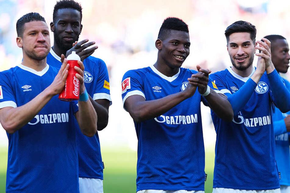 """Erleichterung bei den """"Knappen"""": Der FC Schalke 04 erkämpfte sich bei Hannover 96 einen eminent wichtigen 1:0-Auswärtssieg."""
