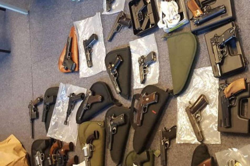 Waffen-Narr hortet tonnenweise Munition und Waffen