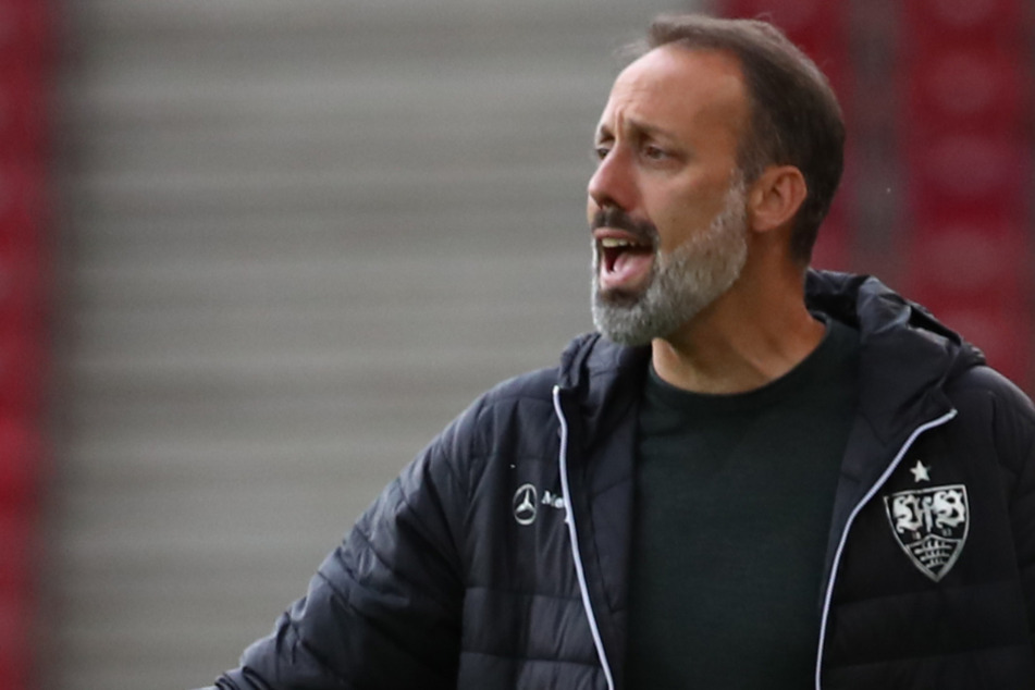 Gerne gibt er aktiv an der Seitenlinie taktische Anweisungen: VfB-Coach Pellegrino Matarazzo (42).