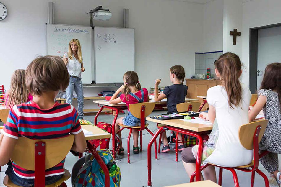 Ausgebildete Lehrer sind kaum noch zu finden. CDU und SPD verhandeln immer noch über die Lösung des Lehrermangels.