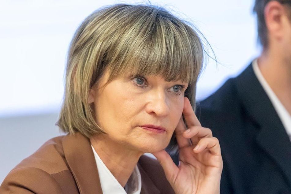 Auf der Einwohnerversammlung gab die Stadtspitze um OB Barbara Ludwig (56, SPD) erstmals bekannt, dass der Garagenstandort an der Charlottenstraße wackelt.