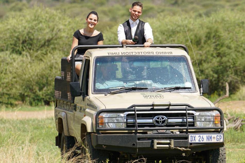 Mit seiner Duett-Partnerin Ella Sailer (li.) rollte Santo im Geländewagen vor die Jury.