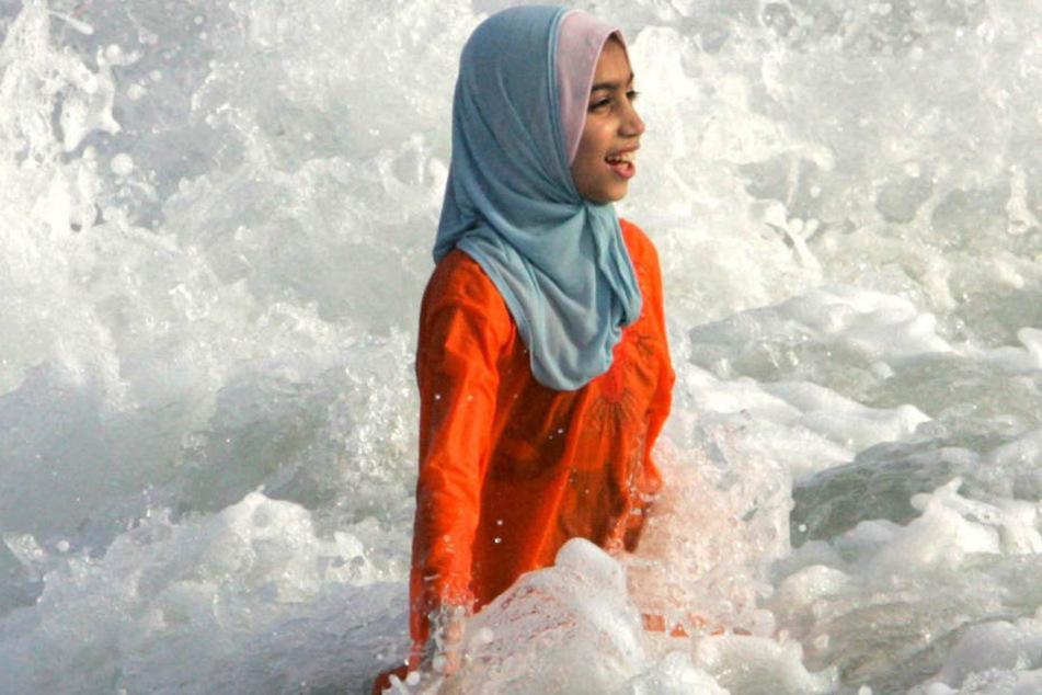 Burkinis sind aus dem üblichen Material für Badeanzüge, Bikinis und Badehosen hergestellt.