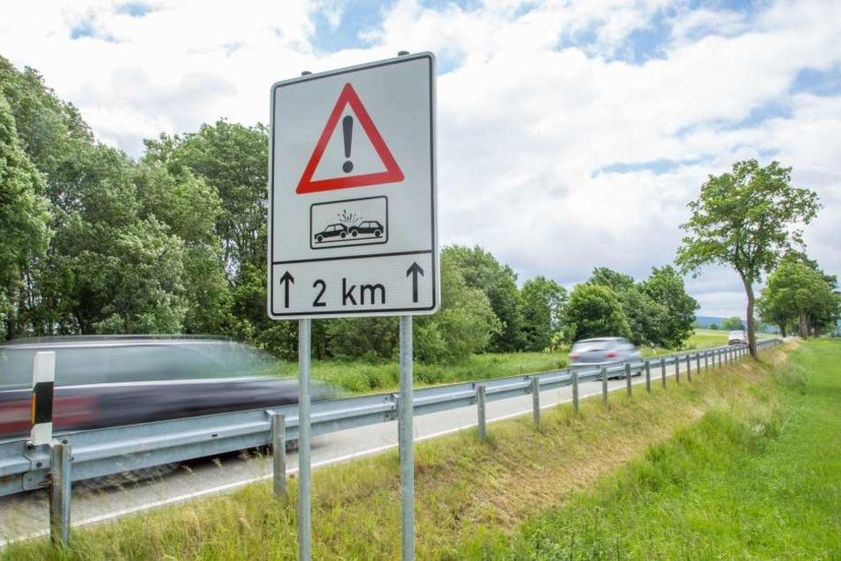 Die neuen Schilder sollen die Autofahrer vor den Gefahren warnen.