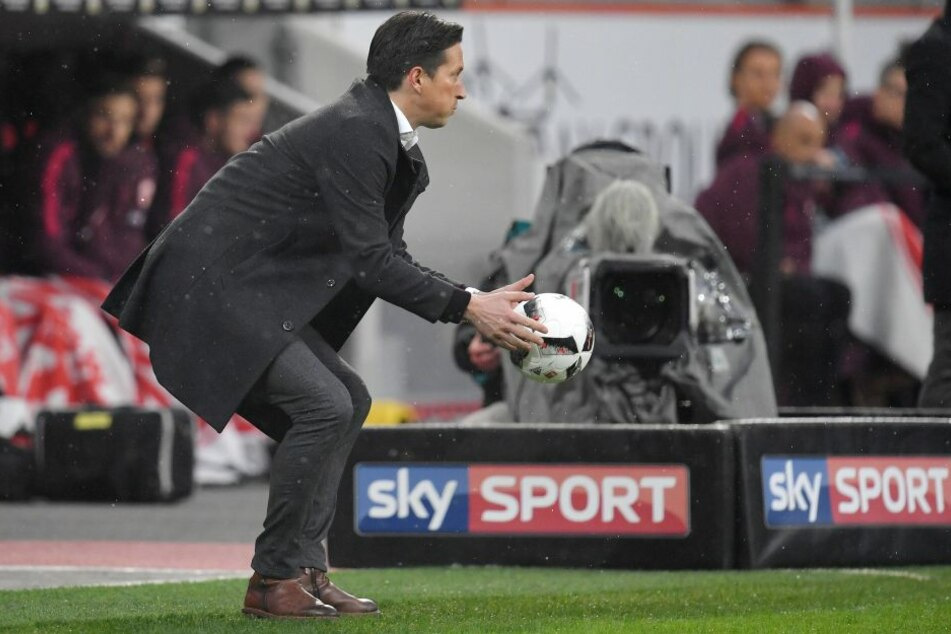 """Cheftrainer Roger Schmidt wurde nicht entlassen, wie """"Sky"""" fälschlicherweise meldete."""
