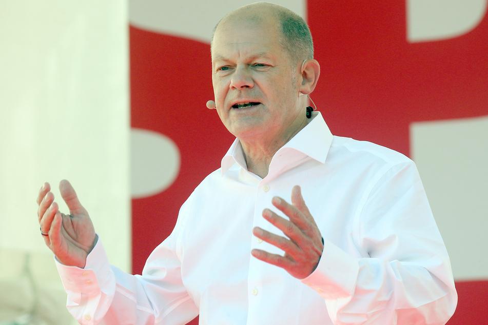Berlin: Bundesfinanzminister Olaf Scholz, Kanzlerkandidat der SPD, spricht bei einer Wahlkampfkundgebung im Bezirk Mitte.