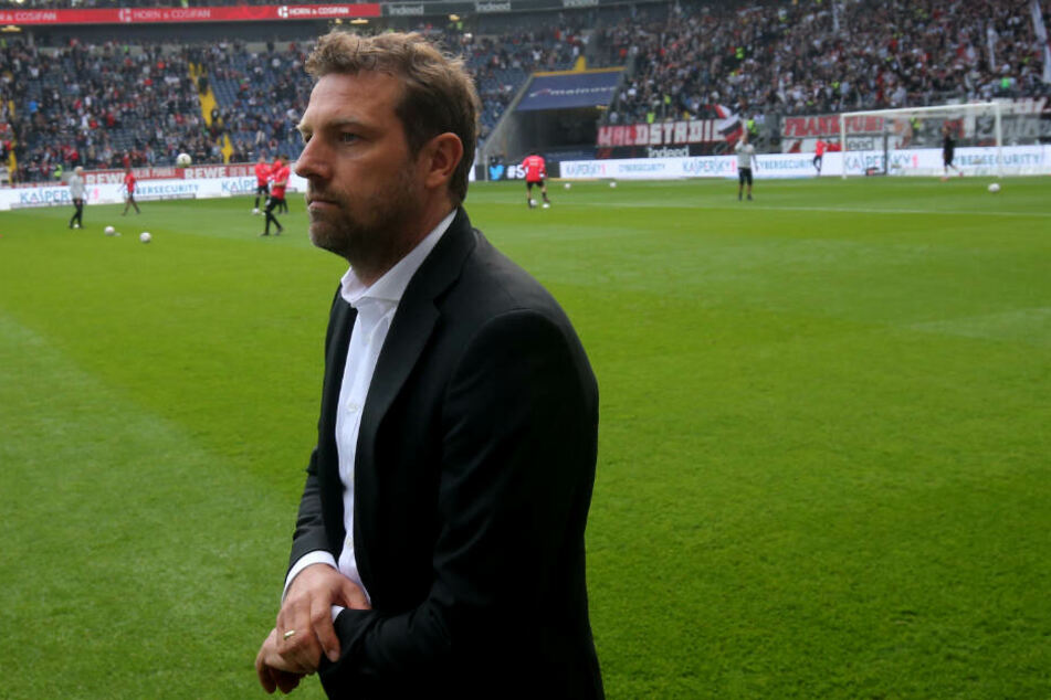 VfB-Coach Markus Weinzierl vor der Partie bei Eintracht Frankfurt.