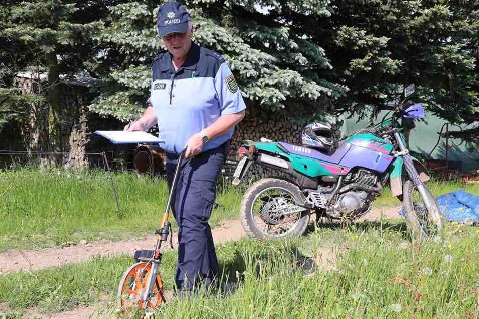 Im Glashütter Ortsteil Oberfrauendorf wurde ein toter Motorradfahrer auf einem Feldweg entdeckt.