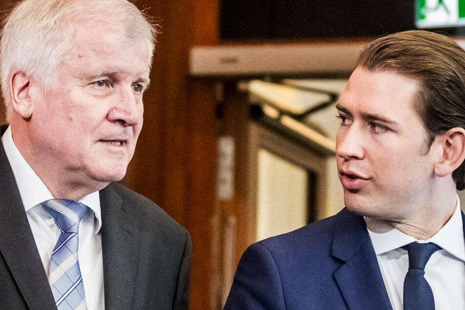 Horst Seehofer (CSU, l), Bundesminister für Inneres, Heimat und Bau, steht neben Österreichs Bundeskanzler Sebastian Kurz nach einem Gespräch im Bundesinnenministerium.