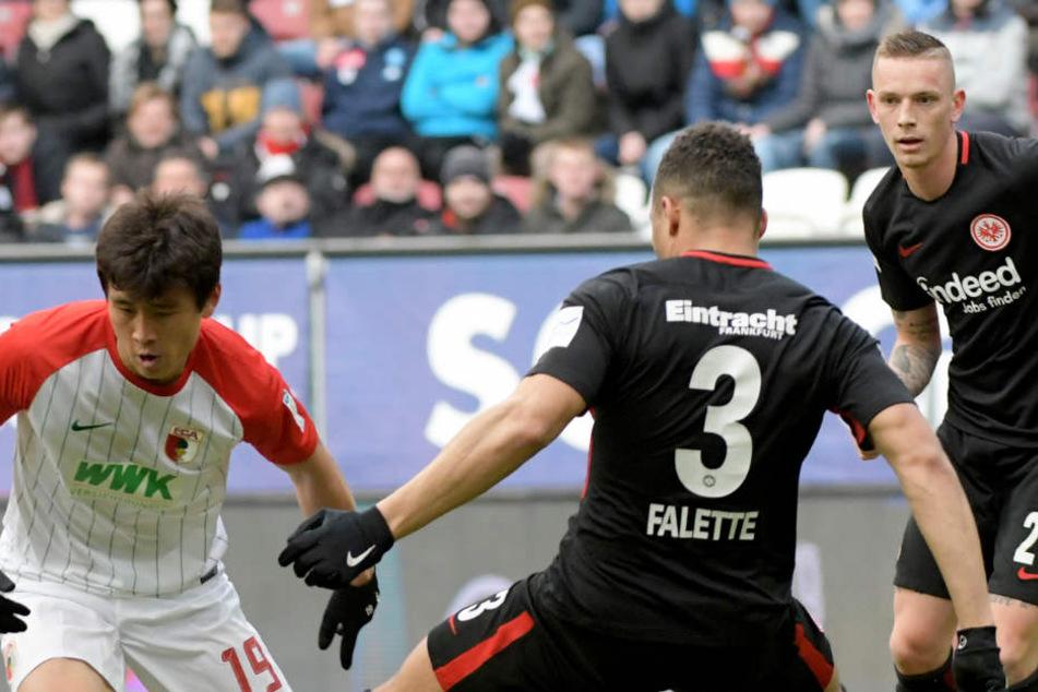 Sie kämpften vergeblich: Eintracht Frankfurt hat in Augsburg 0:3 verloren.
