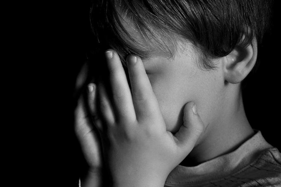 Ein Mann steht vor Gericht, weil er zwei Kinder missbraucht haben soll. (Symbolbild)