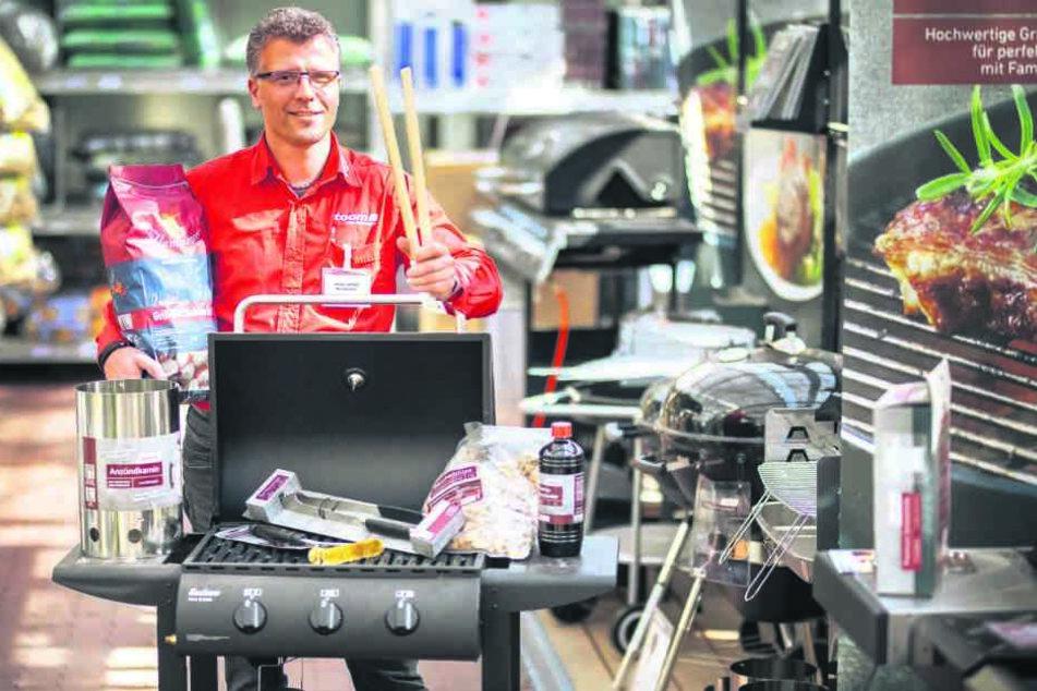 Grills, Kohle und Zubehör sind bei Toom-Chef Michel Jüttner (47) bereits jetzt ein Renner.