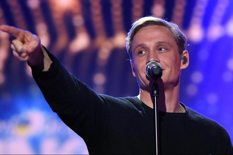 Jetzt ist Matthias Schweighöfer endgültig auch unter die Sänger gegangen.