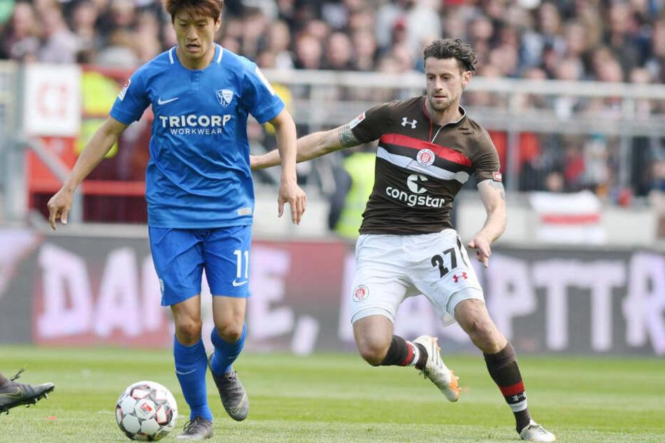 Jan-Philipp Kalla setzt gegen Bochums Chung Yong Lee nach.