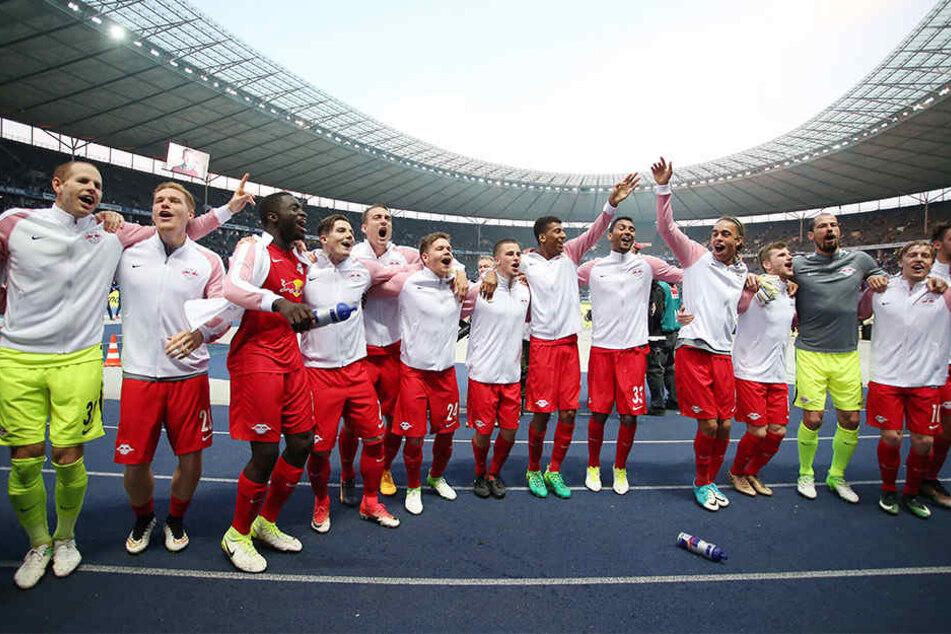 RB Leipzig feierte am Samstagabend ausgelassen den 4:1-Sieg bei Hertha BSC und den damit verbundenen direkten Einzug die Gruppenphase der Champions League.