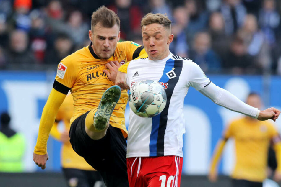 Max Kulke (l.) hatte Hamburgs Top-Torschützen Sonny Kittel über weiter Strecken im Griff. Er hatte keine nennenswerte Szene.