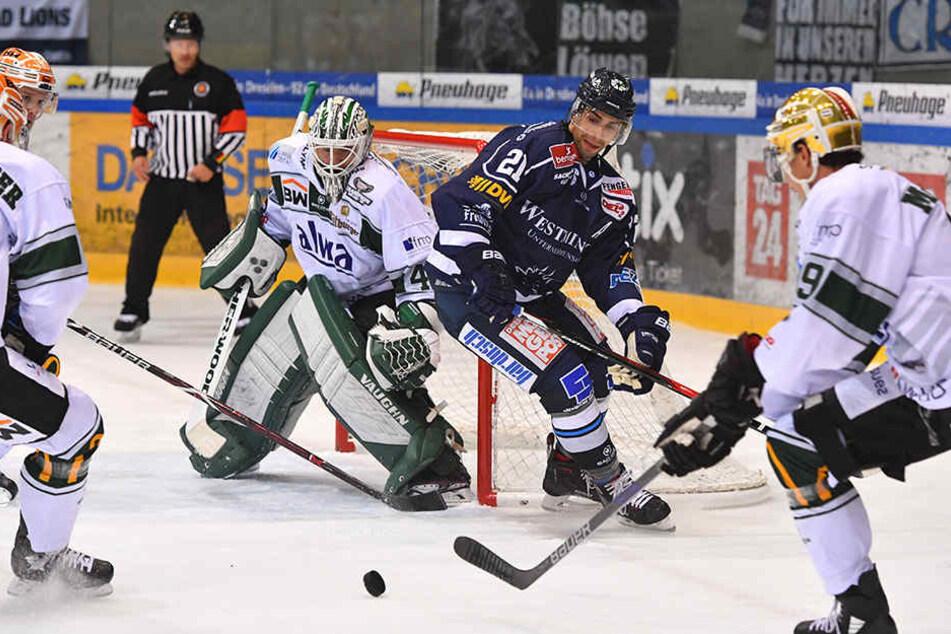 Alexander Höller (2.v.r.) versucht hier, vorm Bietigheimer Tor für Gefahr zu sorgen. Aber in der vierten Reihe fehlten ihm zuletzt auch die Mitspieler an der Seite.