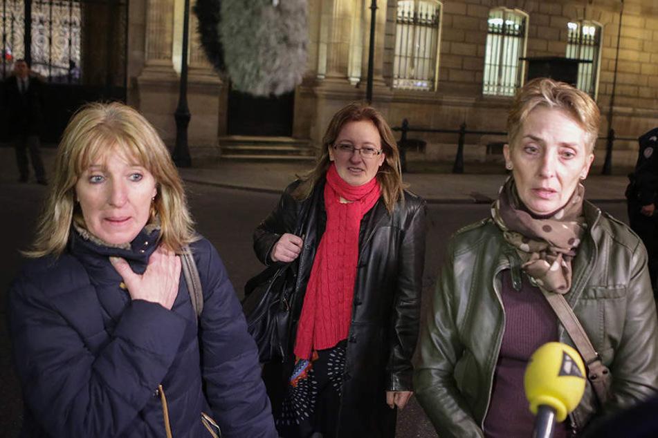 Die drei Töchter der wegen Mordes an ihrem gewalttätigen Mann angeklagten Jacqueline Sauvage baten den französischen Präsidenten um Begnadigung.