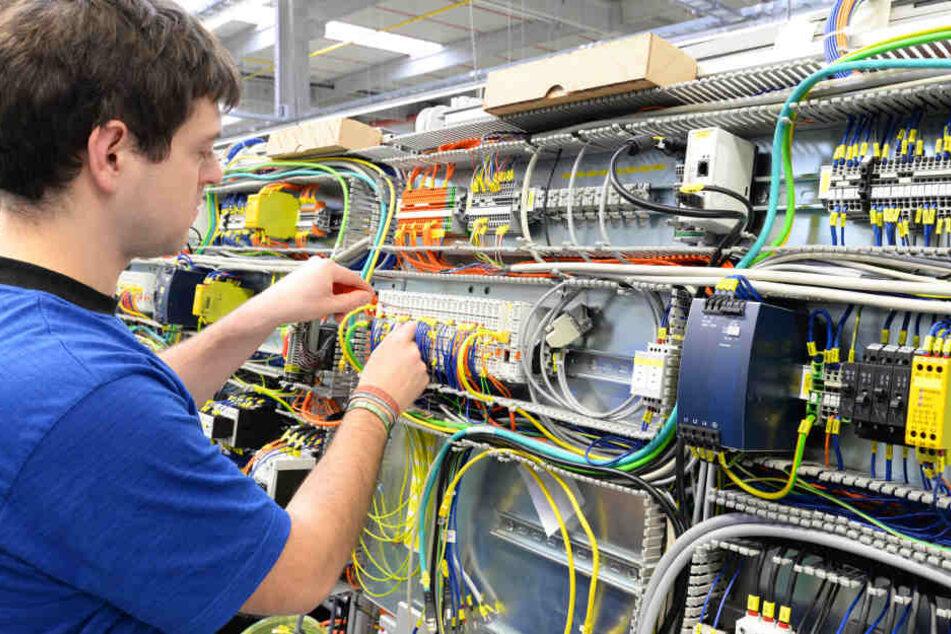 Übersicht und ein klarer Kopf sind nur zwei der zahlreichen Fertigkeiten, die Elektriker benötigen.