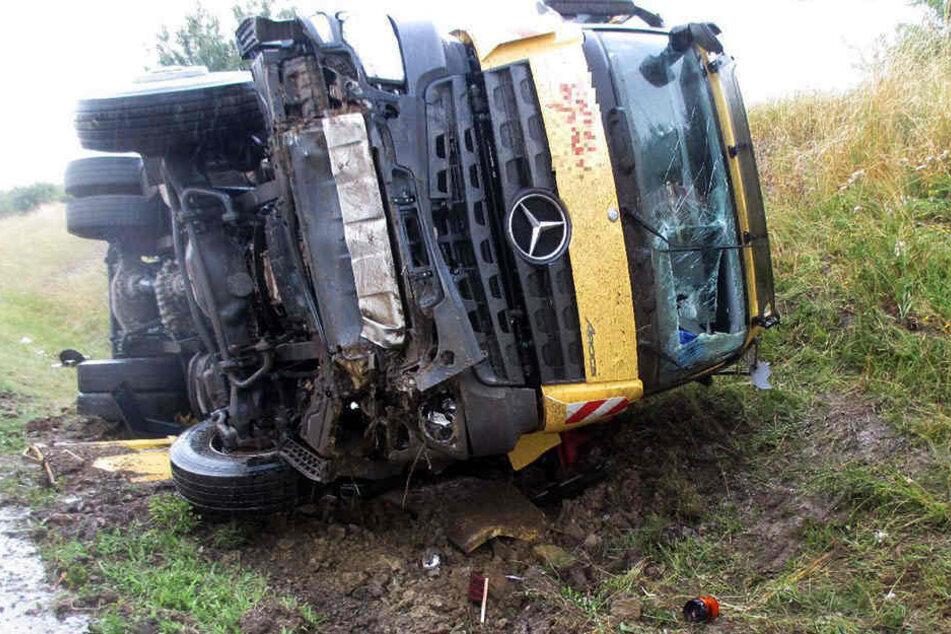 Am verunfallten Laster entstand Totalschaden.