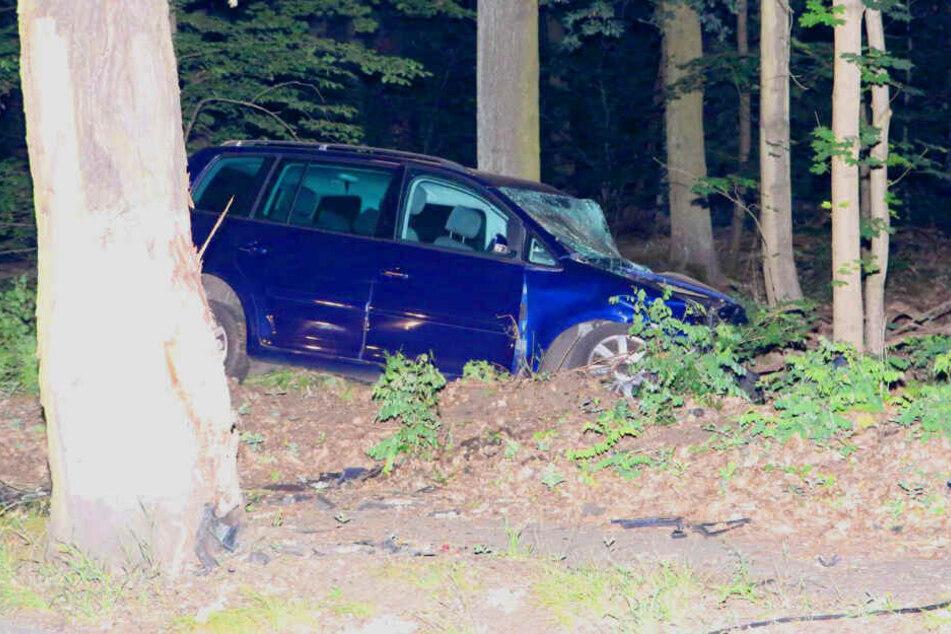 Tödlicher Unfall in Berlin! VW kracht gegen Baum