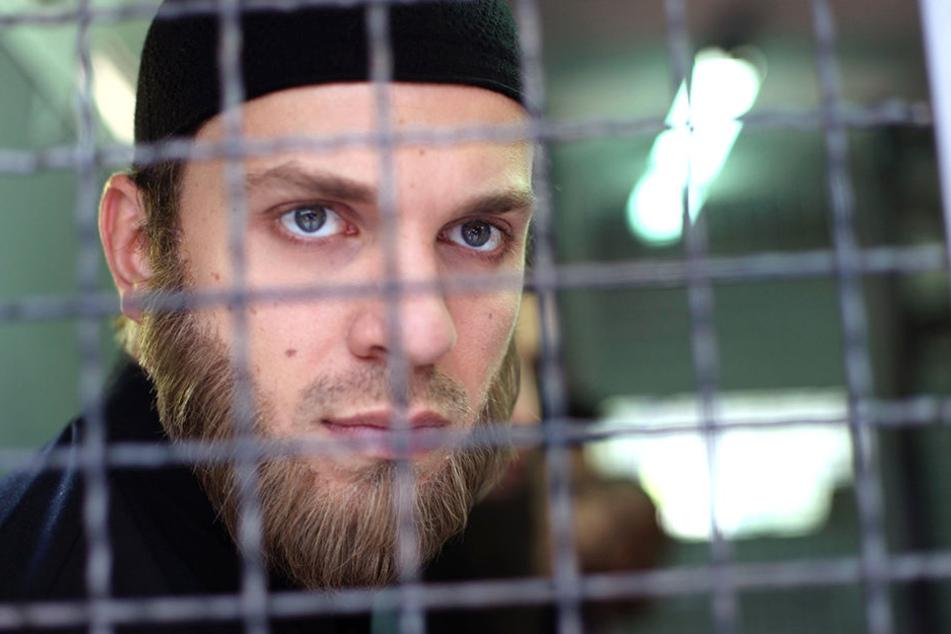 Ein Student (Edin Hasanovic) konvertiert zum Islam und ist auf dem Weg nach Syrien.