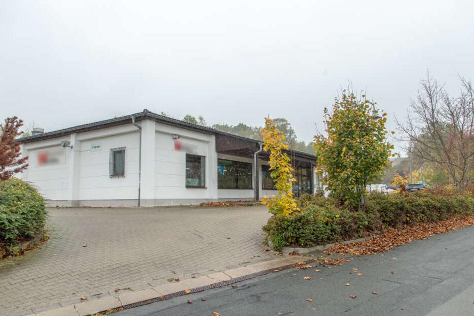 In dieses Versandhaus eines Paketzustellers in Oelsnitz brachen die Täter ein.