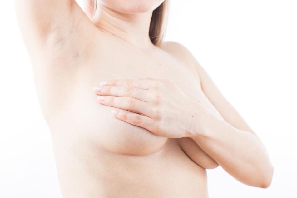 Am 1. Oktober ist Welt-Brustkrebstag. Ein guter Anlass, mal selbst zur Vorsorge die Brust abzutasten. (Archivbild)