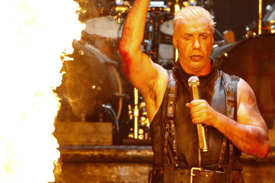 Sänger Till Lindemann (54) und seine Band sind bekannt für feurige Bühnenshows, skandalöse Texte und grenzwertige Musikvideos.