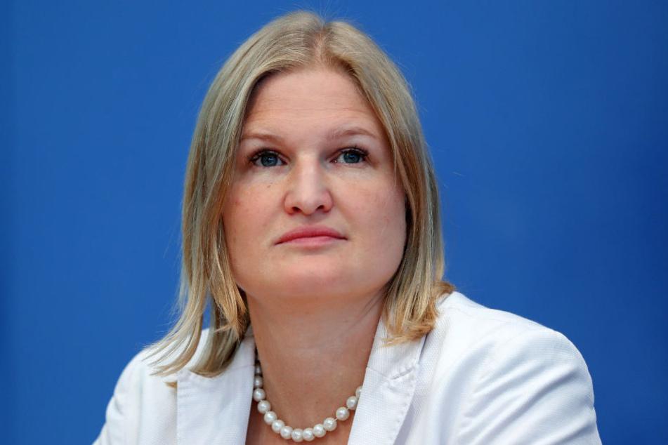 Katrin Ebner-Steiner (AfD) fordert die Abschiebung der Angreifer.