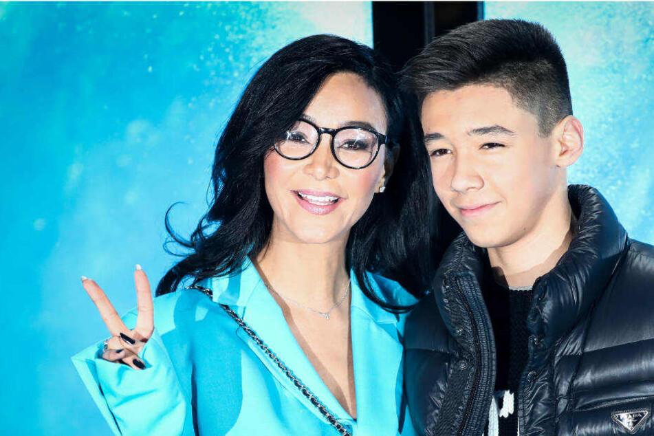 Verona Pooth und ihr Sohn Diego bei einem Fototermin zur Eröffnung des Frozen Eispalastes in Hamburg am Mittwoch.