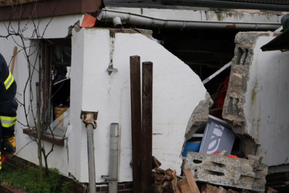 Achtung Einsturzgefahr: Die Garage wurde komplett in Mitleidenschaft gezogen.