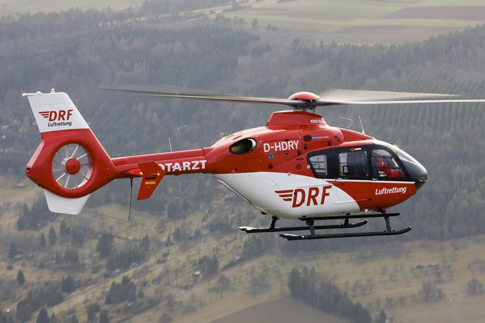 Die beiden Verletzten wurden mit einem Hubschrauber nach Hof ins Krankenhaus gebracht. (Symbolbild)