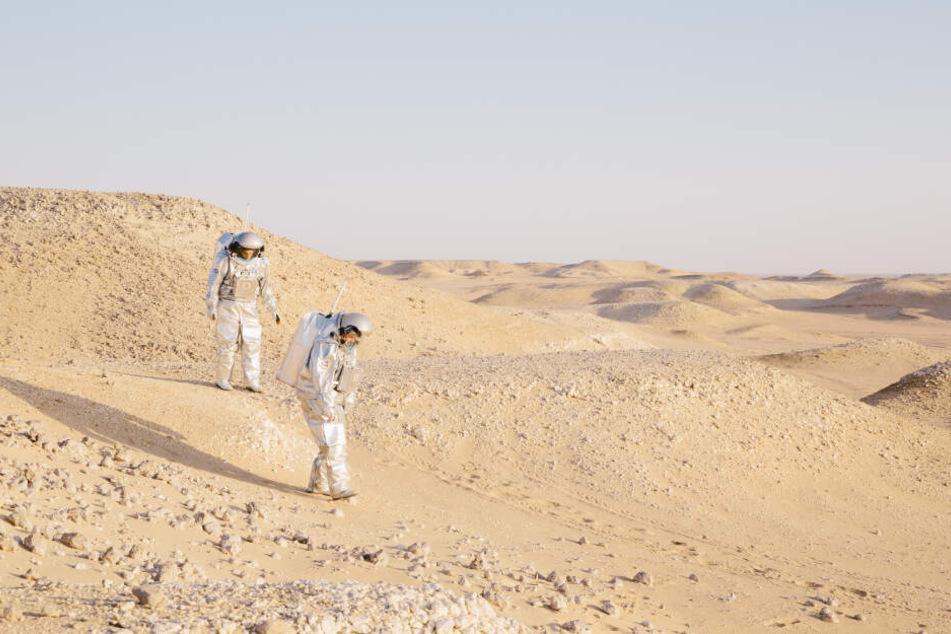In Wüsten mit marsähnlichen Bedingungen testen die Simulations-Astronauten künftige Weltraumausrüstung.