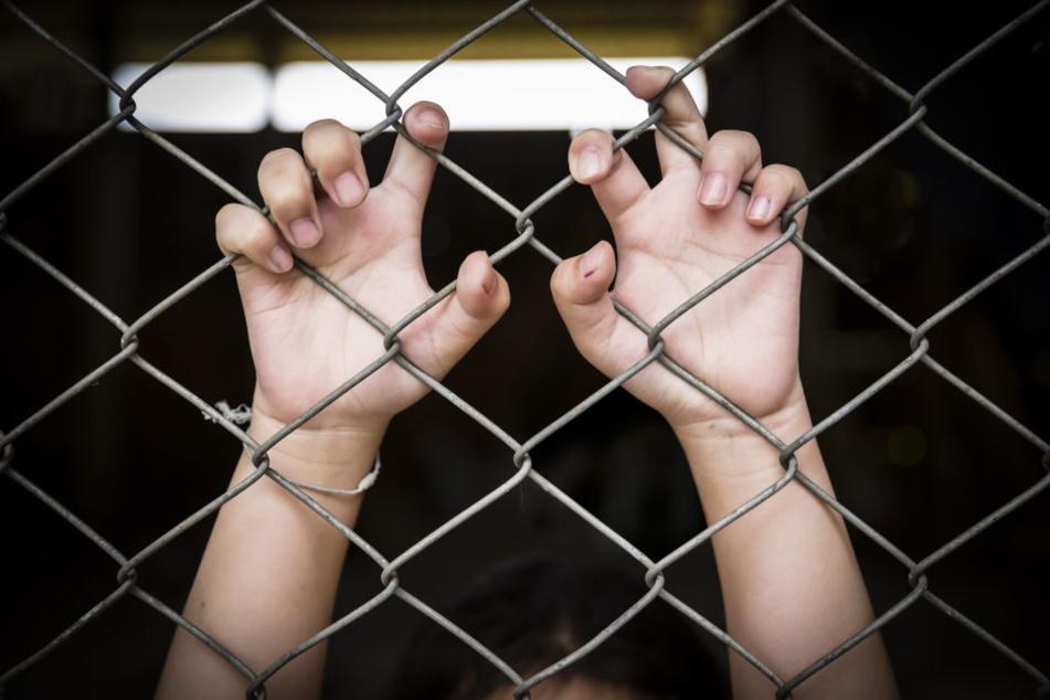 Der 42-Jährige war jahrelang in einem Käfig eingesperrt. (Symbolbild)