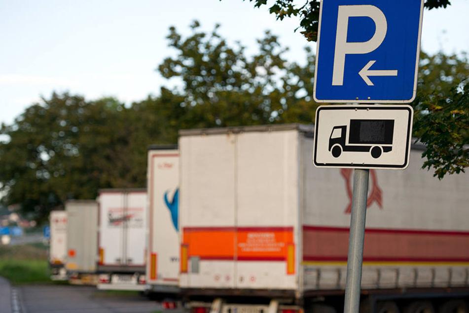 Lkw-Fahrer an Autobahn-Raststätten müssen immer besser auf ihrer Anhänger aufpassen. (Symbolbild)
