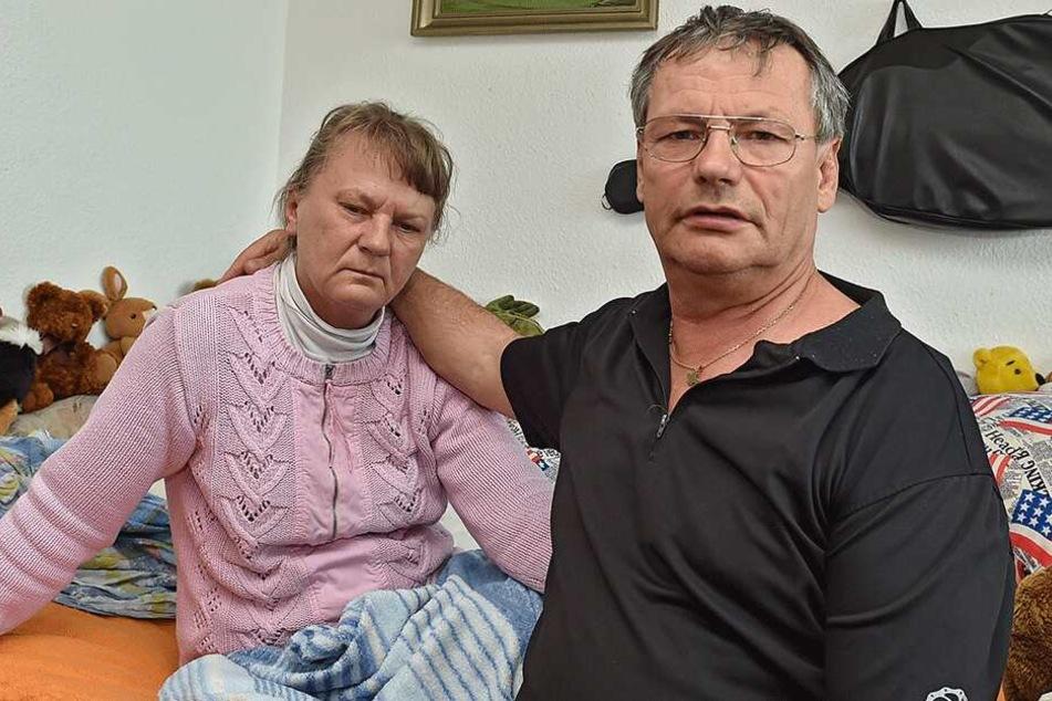 Hannelore (58) und ihr Mann Gerhard T. (65) aus Dresden ärgern sich über die Erniedrigung und das Verhalten der Deutschen Bahn nach dem Vorfall.