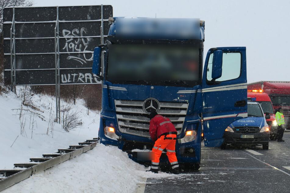 Unfall A72: Gesundheitliche Probleme! Lkw-Fahrer kommt von A72 ab und stirbt